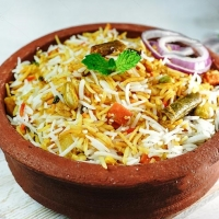 Hyderabadi Veg Biryani + Raita