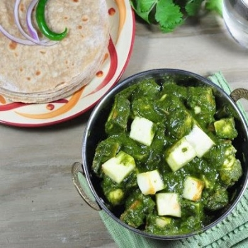 Phulka With Palak Paneer
